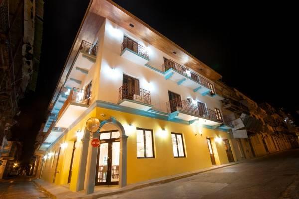 Tantalo Hotel / Kitchen / Rooofbar