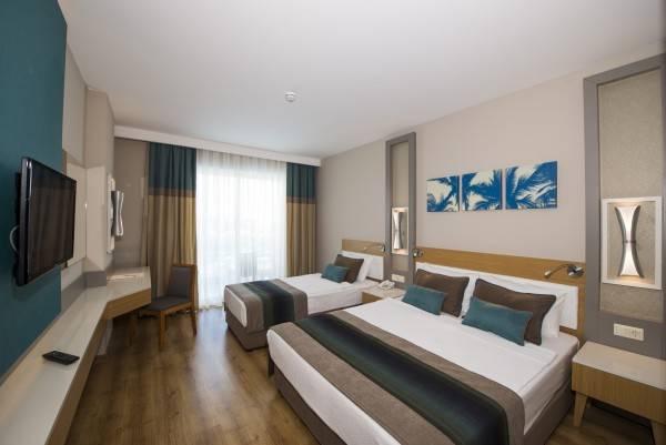 Hotel Palm World Side