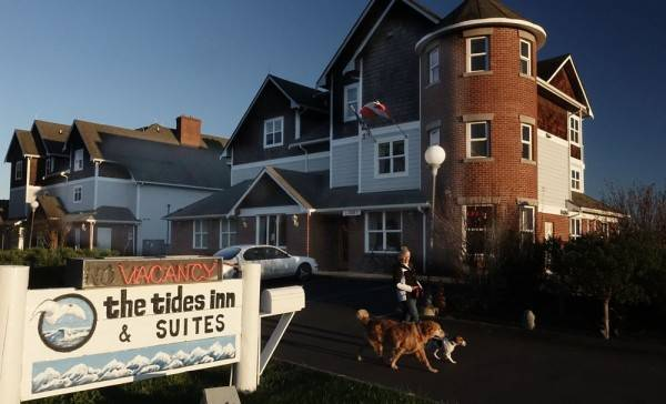 Tides Inn & Suites