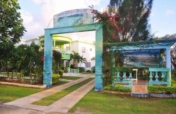Hotel Mom's Village Resort