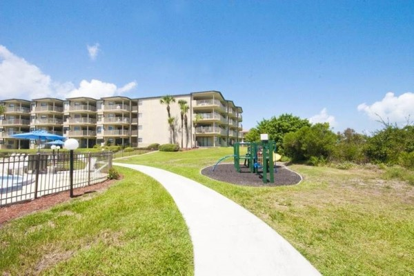 Hotel Colony Reef 3302 3 Br condo by RedAwning