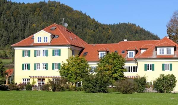 Hotel Dienstlgut