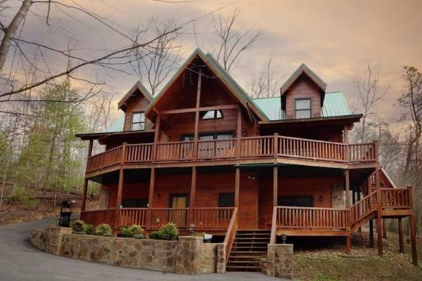 Hotel Smoky Mountain Getaway 5 Br cabin by RedAwning