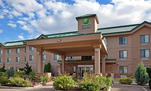 Holiday Inn Express & Suites VERNON