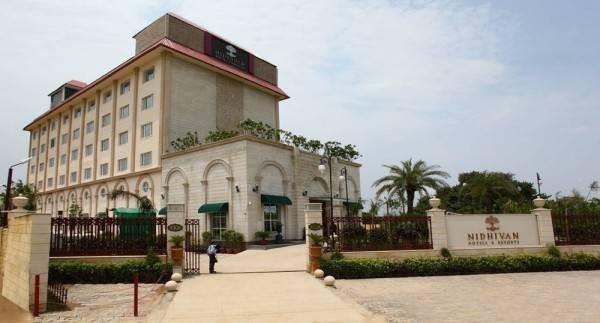 Hotel Nidhivan Sarovar Portico