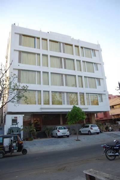 Hotel The Royal CM