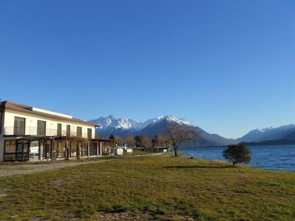 Lake Como Beach Lodge & Hostel