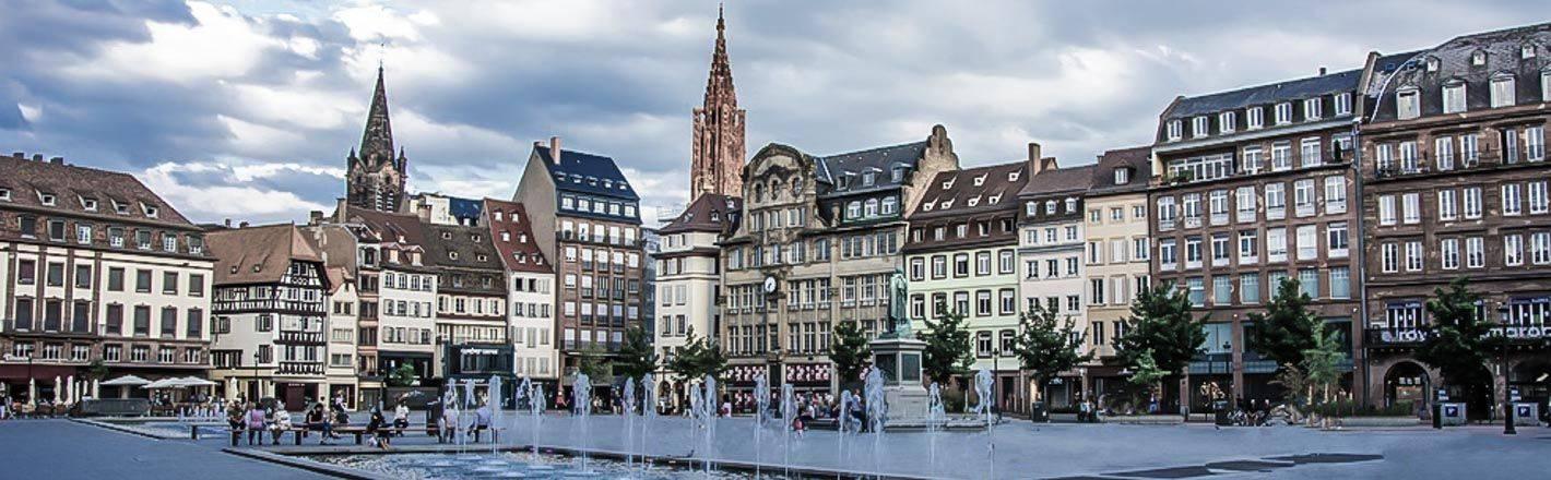Ville à l´histoire riche et tourmentée, Strasbourg offre le cadre idéal pour un week-end alliant tradition, gastronomie alsacienne et visites !