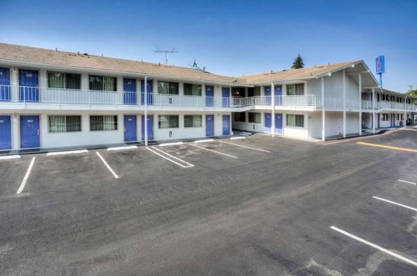 Motel 6 Tigard, OR - Portland South - Lake Oswego