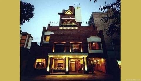 Hotel Reina Victoria Suites & Towers