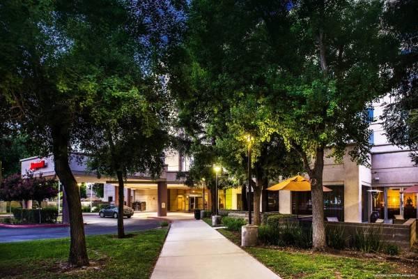 Hotel Visalia Marriott at the Convention Center