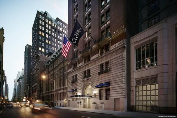 Times Square - Midtown Club Quarters Hotel
