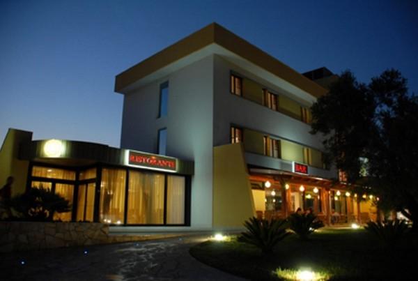 Posidonia Hotel & Restaurant