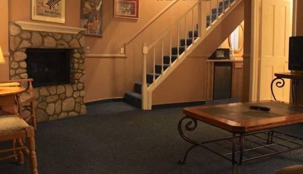 Saddleback Inn