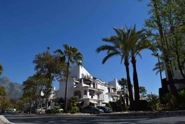 Hotel Apartamentos y Casas Serinamar Marbella