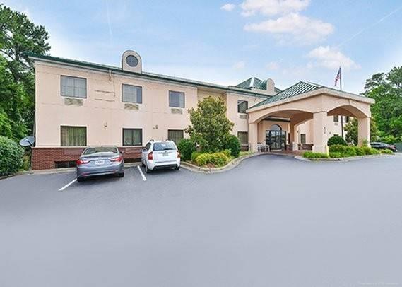 Econo Lodge Inn and Suites Marietta