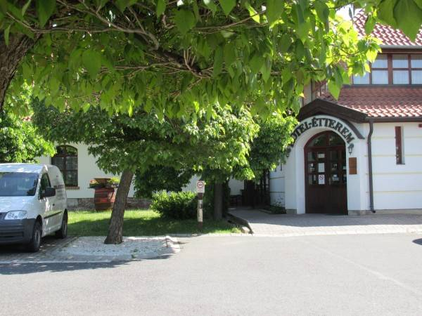 Hotel Jozsi Bacsi Szallodaja
