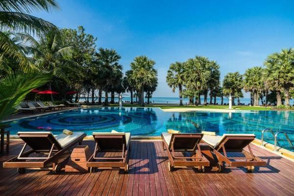 Hotel Ravindra Beach Resort And Spa