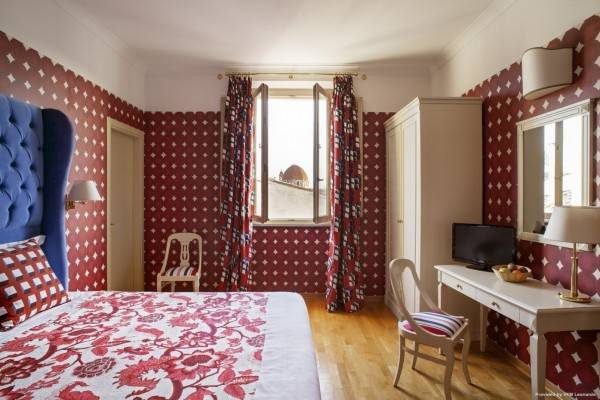 Hotel Room Mate Luca