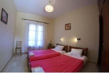 Hotel Romantic Studios