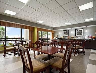 Hotel SUPER 8CALHOUN GA