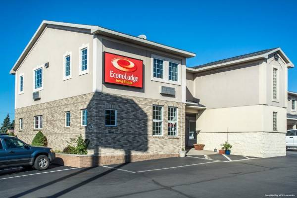 Econo Lodge Inn and Suites Airport