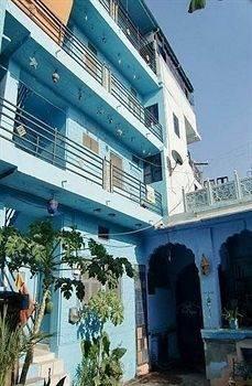 Hotel Yogi Guest House