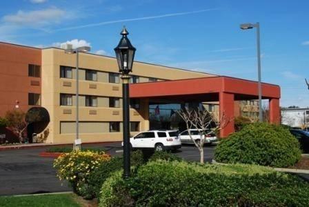 Hotel Oxford Suites Redding