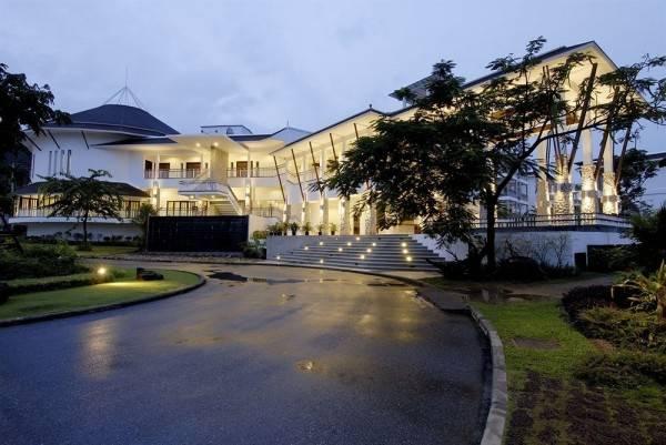Hotel Peace Laguna Resort & Spa
