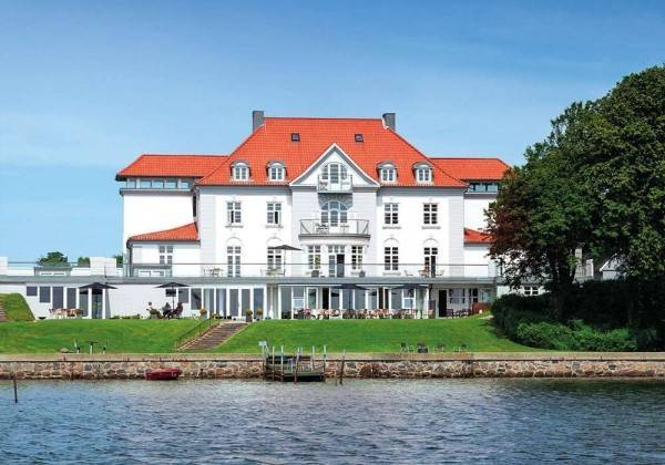 SIXTUS SINATUR HOTEL AND KONFERENCE