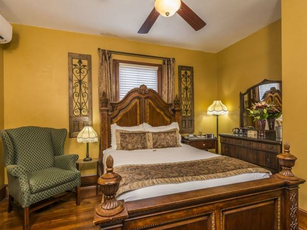 Hotel Carriage Way Bed & Breakfast