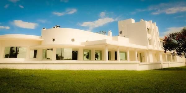 Hotel Yoga y Mindfulness. Isha Judd Center Uruguay Meditación