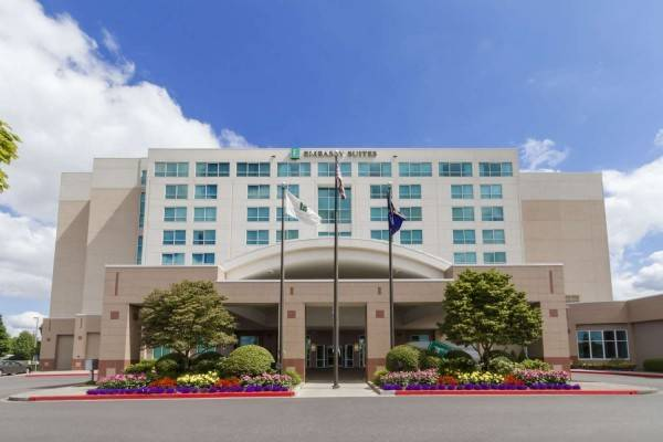 Hotel Embassy Suites by Hilton Portland Airport
