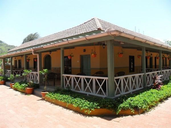 Hotel Golden Swan Beach Resort