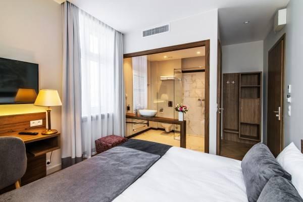 Hotel Warsaw River View