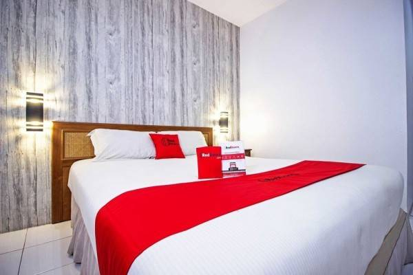 Hotel RedDoorz Plus near RS Hasan Sadikin