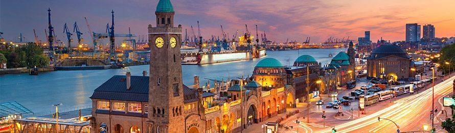Genießen Sie zum Feierabend maritimes Flair, mitten im Geschehen der Hansestadt, und buchen Sie noch heute Ihr Hotel am Hamburger Hafen in Hamburg!