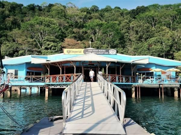 Hotel Fish Hook Marina & Lodge