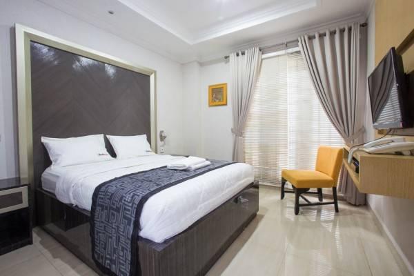 Hotel RedDoorz Plus near Pondok Indah Mall