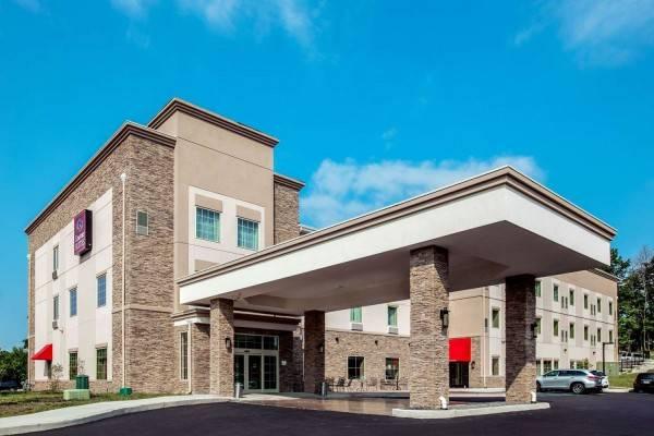 Hotel Comfort Suites Fishkill near Interstate