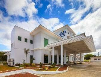 Hotel Microtel by Wyndham South Forbes near Nuvali