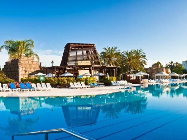 PortAventura Hotel Lucy's Mansion - Park Tickets Included