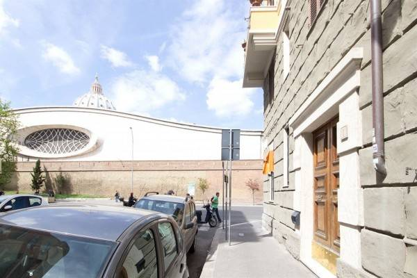 Hotel Lunaria Suites Rome - Luxury In St. Peter