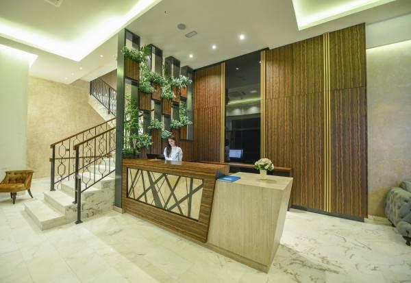 Lazaro Hotel