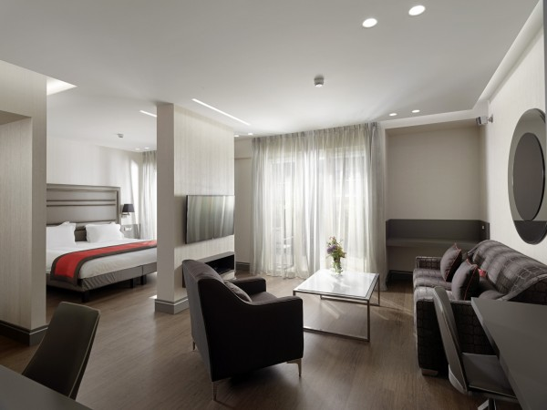 Hotel Holiday Suites