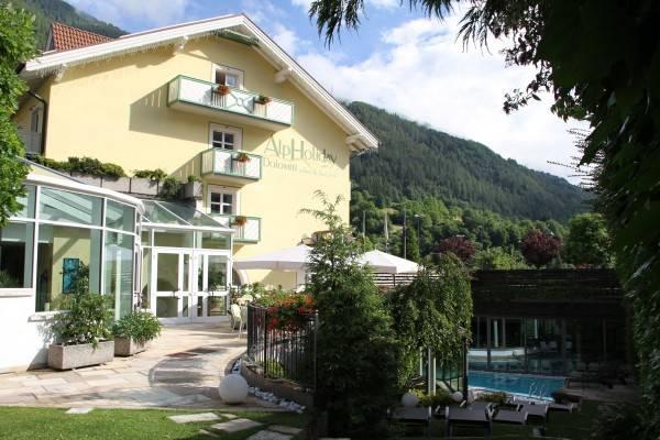 AlpHoliday Dolomiti Wellness & Fun Hotel