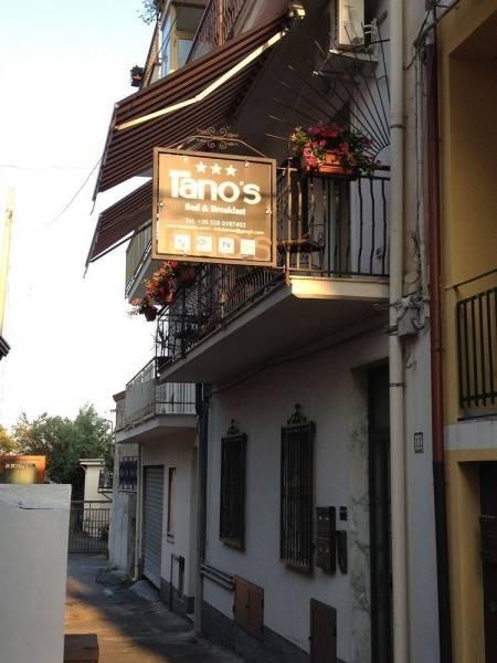 Hotel Tano's Bed & Breakfast