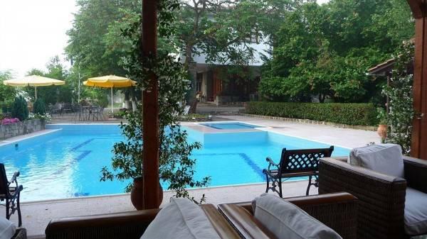 Hotel Bourazani Wildlife Resort