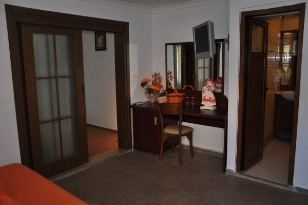 Longhouse Inn Hotel
