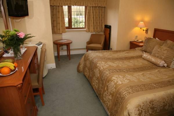 Derougemont Manor Hotel & Suites